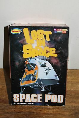 LOST IN SPACE SPACE POD MODEL KIT 1:24 SCALE  #901 2008  Started... parts?