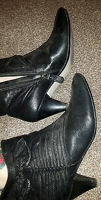 well worn clarks size 7 leather ankle boots