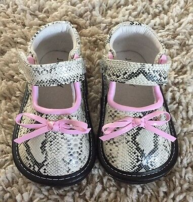 Jack And Lily Baby Toddler Girls Black White And Pink Leather Shoes. Size 5. New