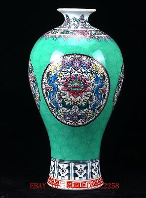 Chinese Porcelain Hand-Painted Flower Vase W Qing Dynasty Qianlong Mark