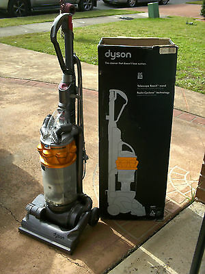 .. Dyson Dc 14 - Upright Vacuum Cleaner-