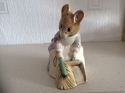 Royal Albert Beatrix Potter - Hunca Munca Sweeping - 1989