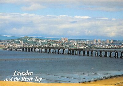 Dundee and the River Tay Bridge Pont