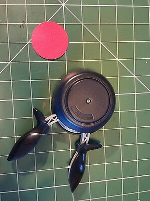 Fiskars squeeze punch 2 inch circle