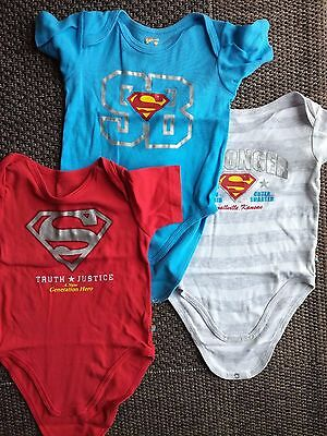 lot 3 bodies manches courtes superman 3 ans / 36 cm