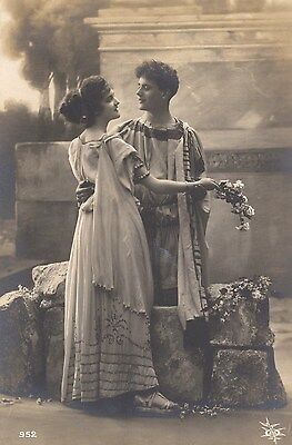 Old French Postcard: Romantic Yong Couple In Roman Dress