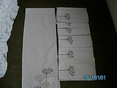 Table Runner and 6 Napkins