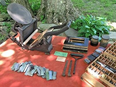Antique THE EXCELSIOR Printing Press Kelsey & Co. Size 5X8 & Typeset Lot