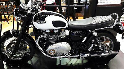 2016 Triumph Bonneville T120 Black And White
