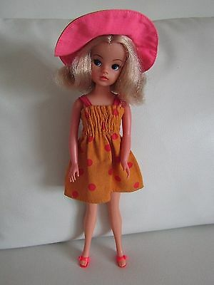 Pedigree Sindy Doll 1970s in 1975 Sunspotter Complete Outfit