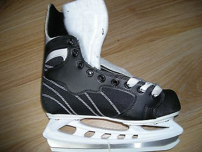 Pair No Fear Ice Skates Size 7 Black/white New