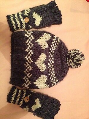 Accessorize hat and gloves