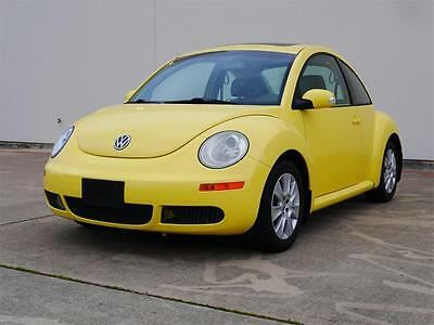 2009 Volkswagen Beetle-New LEATHER, SUNROOF, CLEAN 2009 Volkswagen Beetle LEATHER, CLEAN 5 Speed Manual 2-Door Hatchback
