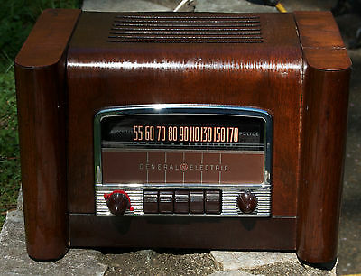 GE Police AM Radio Model L660 Tube Radio Wood Body WORKS Vintage