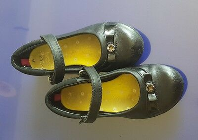 Girls clarks school shoes size 11. 5 G
