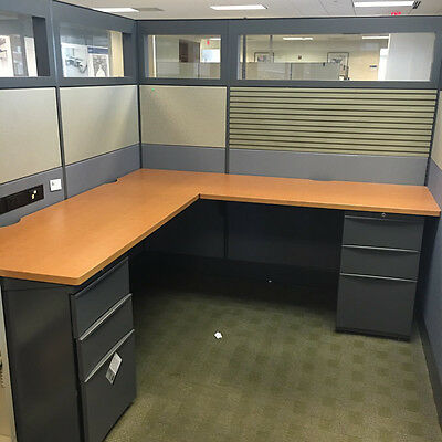 Teknion 6'x6′ Cubicles w/ 4′ Tall Panel