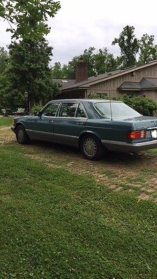 1988 Mercedes-Benz 400-Series  Mercedes-Benz