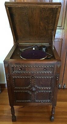 Vintage/Antique Collectable Gramophone/Phonograph In Ornate Wooden Cabinet
