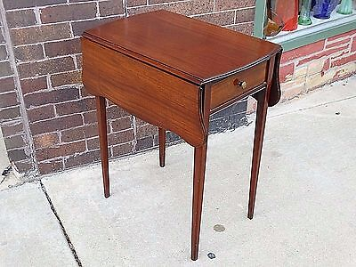 Pembroke parlor Antique Drop leaf accent cherry table