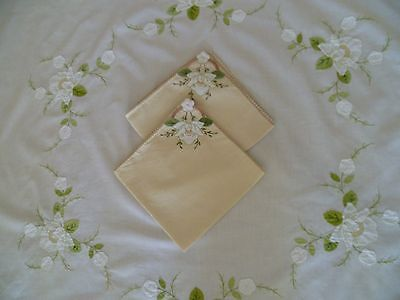 Vintage Round Hand Appliqued Table Cloth Tablecloth Lilies Liliums + Napkins X2