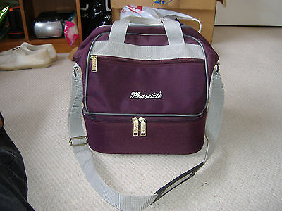 Hardly used Henselite Lawn bowls bag for 4 bowls.Excellent condition.