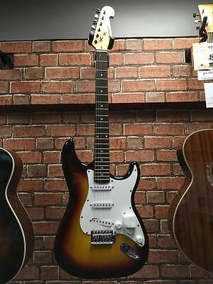 Chord Cal63Pk Electric Guitar And Amplifier Starter Package - Sunburst