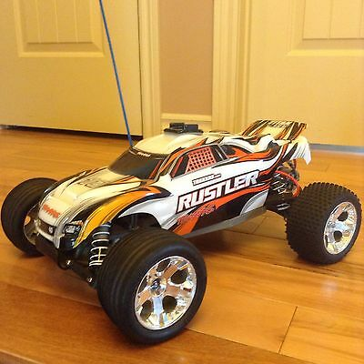 Traxxas Rustler radio command car