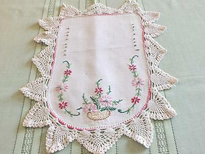 4 Matching Vintage Linen Doilies Embroidered Flowers White Crochet 1940'S