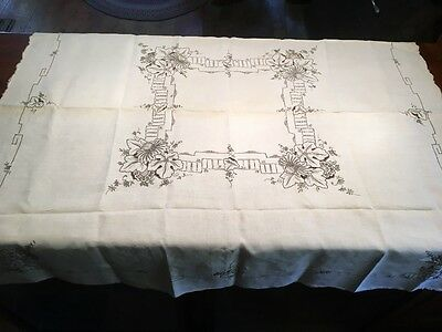 SET VINTAGE EMBROIDERED Cutwork Linen Tablecloth and 6 Napkins 50""