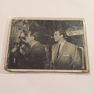 1965 James Bond 007 Collectible Card #26 Looking In On The Russians - Glidrose