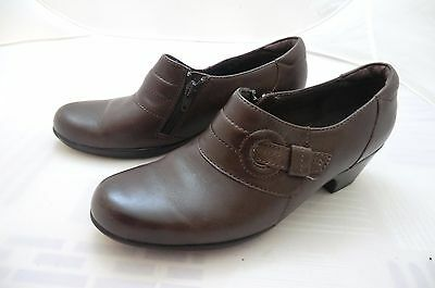 CLARKS  brown leather shoes sz 8.5 M
