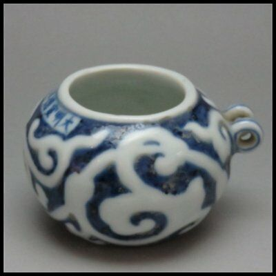 Beautiful Chinese porcelain. Blue and white porcelain grass aedes bird food cans