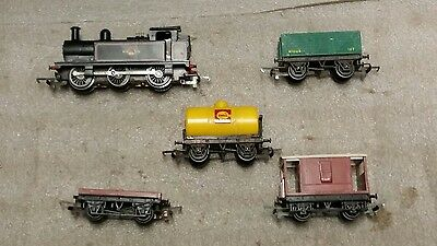 Triang R52 0-6-0 loco + 4 items of rolling stock
