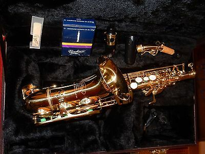 Saxophone Soprano Elkhart 300 Curved Bell + Case + Accessories