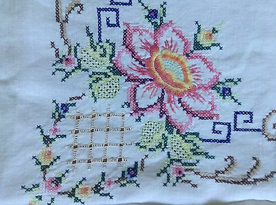 "VINTAGE HAND EMBROIDERED IVORY LINEN TABLE CLOTH 32"" square."