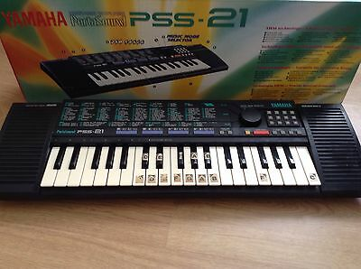 Yamaha PortaSound PSS-21 keyboard and stand