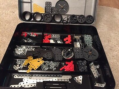 Meccano Loose Mixed Parts. Wheels, Screws, Bolts, Nuts, Pieces, Plastic  Spindle