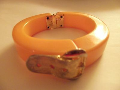 Art Deco Bakelite Vintage Hinged Clamper Cuff Butterskotch Yellow Buckle Accent