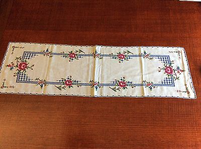 Vintage Embroidered Tablecloth /Table Runner