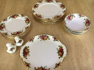 Royal Albert Old Country Roses dinner set