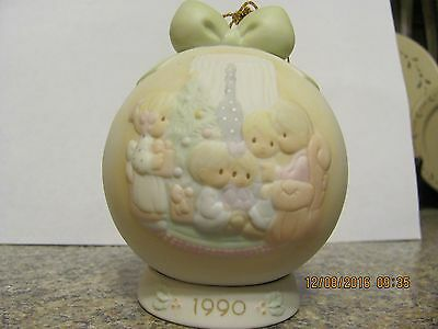 rare precious moment  1990 christmas ornament w/stand  523704
