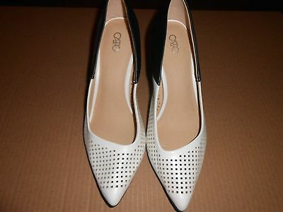 Womens Shoes size 9 M Black and White Pumps NEW