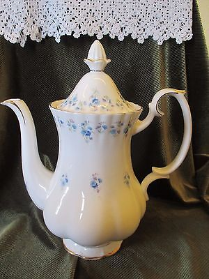 LOVELY ROYAL ALBERT COFFEE POT MEMORY LANE HOLDS APPROX 1.5pts