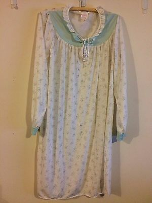 Pre-Loved  Ladies VINTAGE RETRO long sleeved nightie -size 16
