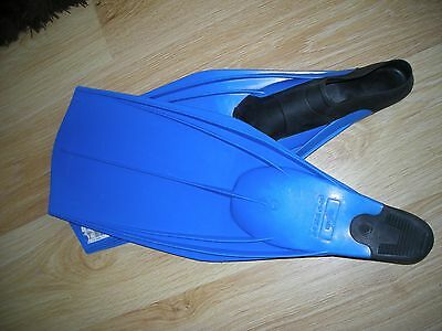 Pair Of Grena Line Flippers Size 6/7 Uk Blue