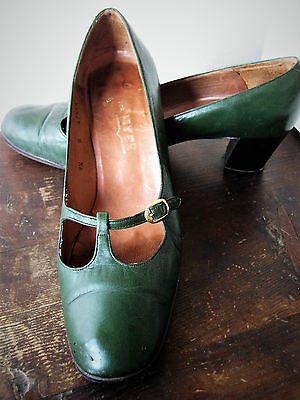 CHARMING 80S/90S ALL LEATHER DARK GREEN PLATFORM T BAR SHOES from myers.  9 1/2