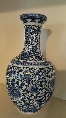 Chinese antique blue and white  PORCELAIN VASE OF QING DYNASTY  QIANLONG