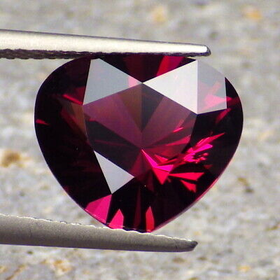 PYRALSPITE GARNET-E.AFRICA 6.54Ct VS2-MAGENTA PURPLE COLOR-FOR HIGH-END JEWELRY!