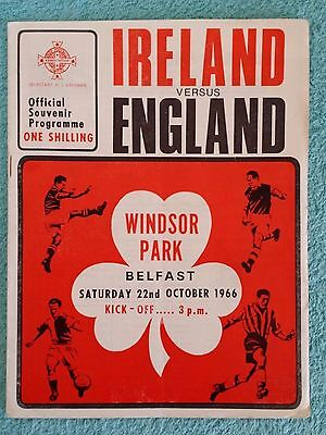 1966 - NORTHERN IRELAND v ENGLAND PROGRAMME - EURO 68 QUALIFIER