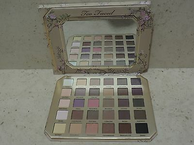 Natural Love de Too Faced. Paleta de sombras. En caja.